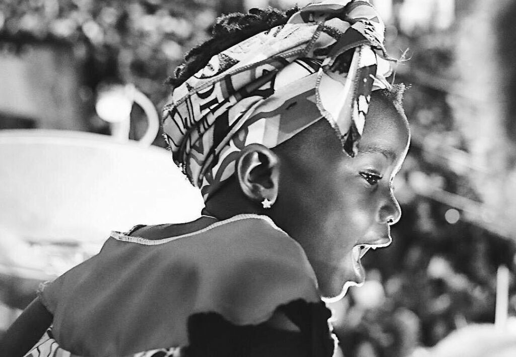 Giovanna Ewbank e Bruno Gagliasso mostram ida de filha a bloco afro em Salvador