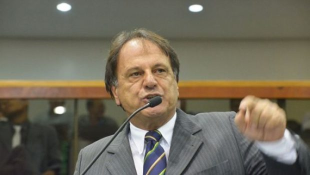 Prefeito de Catalão ataca Policia Civil e ameaça delegados em evento na Secretaria de Saúde