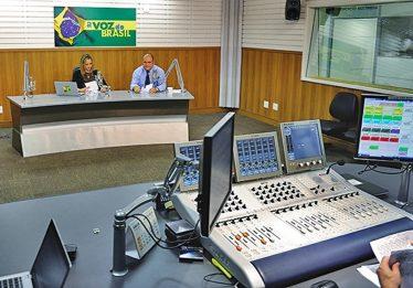 Câmara aprova flexibilização da Voz do Brasil; proposta vai à sanção de Temer