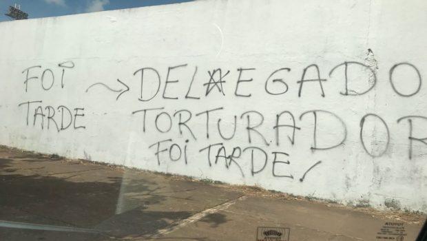 Pichações celebram remoção de delegado em Inhumas