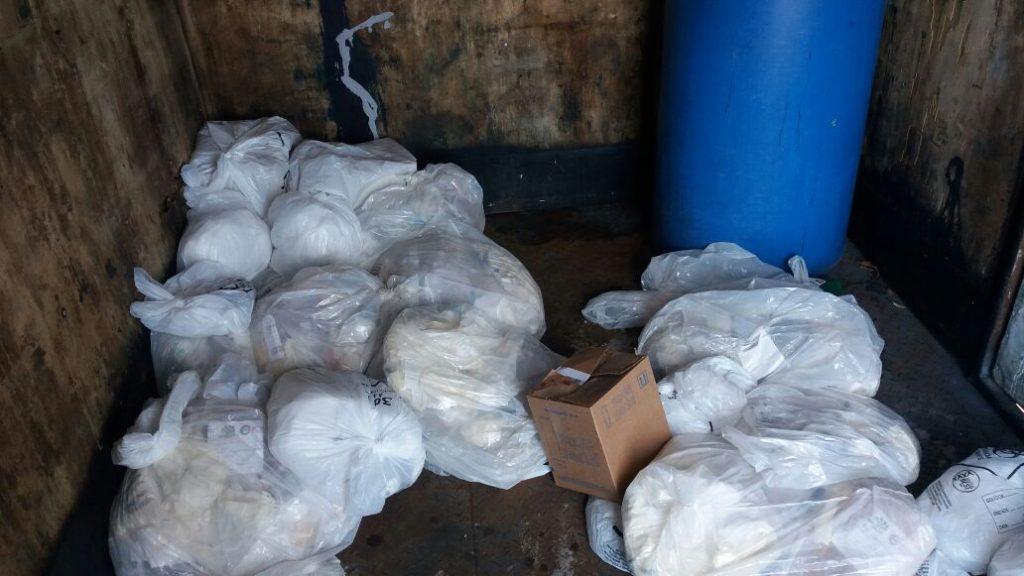 Caminhão que transportava lixo hospitalar irregularmente é apreendido em Rio Verde