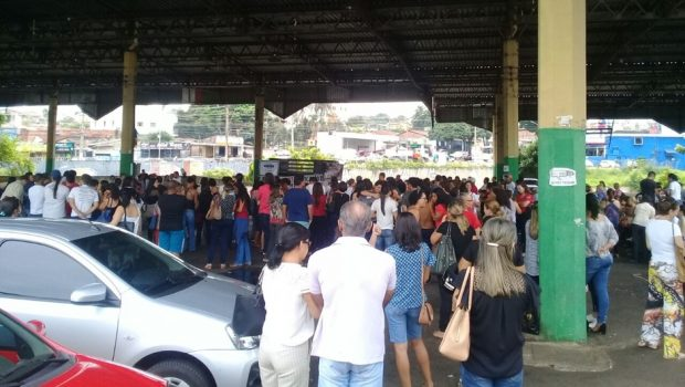 Aprovados em concurso municipal da Educação fazem protesto no Setor Sul, em Goiânia