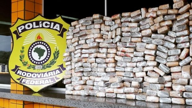 Casal é preso com 44 quilos de maconha escondida em paralamas de veículo, em Jataí