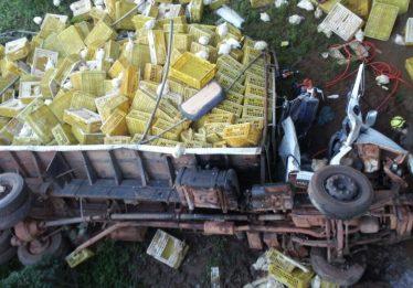 Caminhoneiro perde o controle da direção e cai em ribanceira na GO-330, em Taquaral