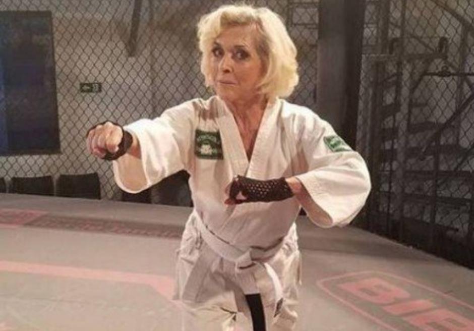 Betty Faria, aos 76 anos, mostra que faz aulas de defesa pessoal
