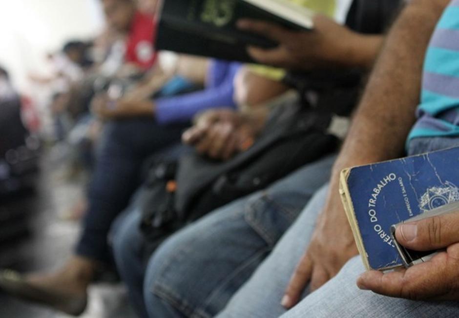 Taxa de desemprego sobe para 12,6% e Brasil tem 13,1 mi desocupados