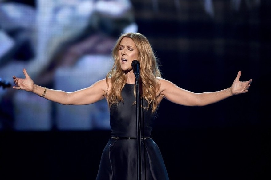 Celine Dion cancela shows para tratar problema de saúde