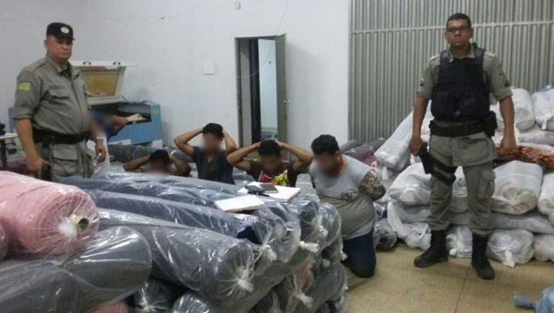 Oito suspeitos de roubarem carga de roupas avaliada em R$ 1 milhão são presos em Jaraguá
