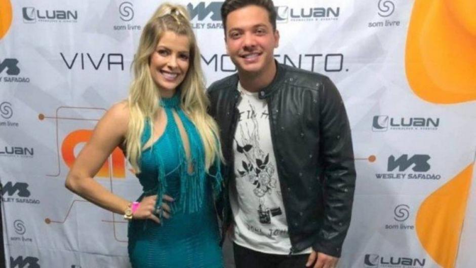 Ex-BBB Jaqueline Grohalski canta com Wesley Safadão durante show em Cuiabá
