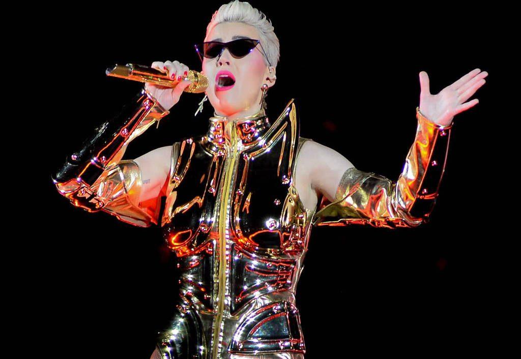 No RJ, criminosos tentam roubar caminhão com figurinos do show de Katy Perry
