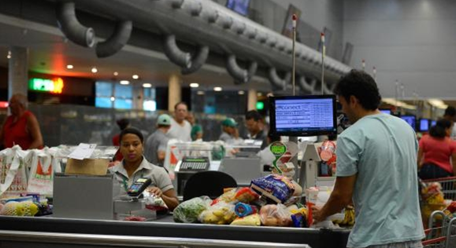 Comida e moradia puxam queda da inflação, apontam dados econômicos