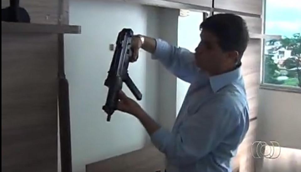 Delegado Odair Soares, em 2014, durante operação que prendeu líder do Comando Vermelho (Foto: Reprodução / TV Anhanguera)