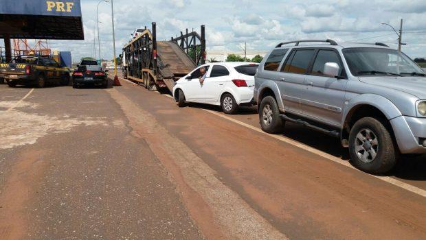 Dois carros roubados transportados em caminhão cegonha são apreendidos em Rio Verde