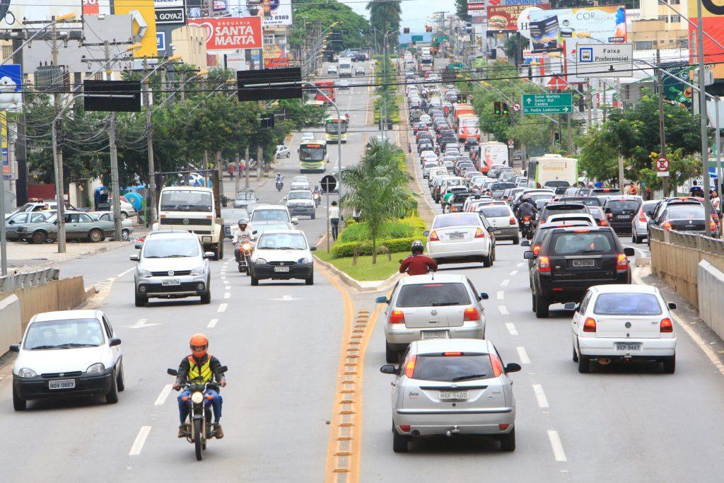 Lei sancionada isenta veículos com 10 ou mais anos de uso do pagamento de IPVA