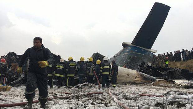 Avião cai perto do aeroporto de Katmandu, no Nepal