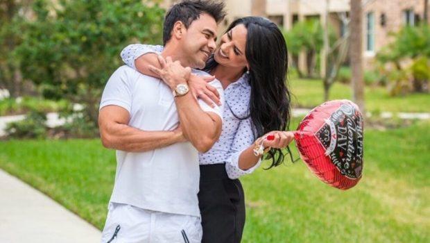 Zezé Di Camargo se declara para noiva em rede social