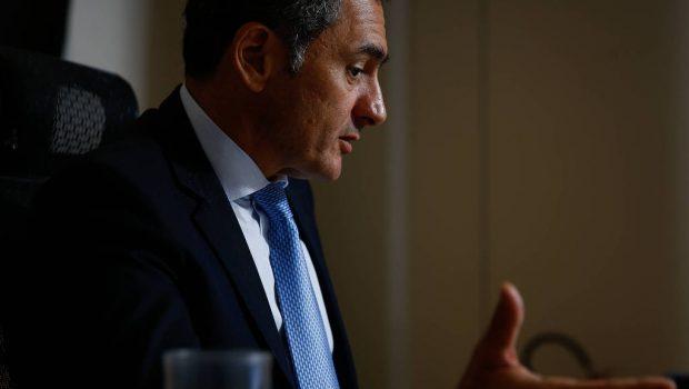 Governo estuda adiar reajuste salarial de servidores em 2019, afirma ministro