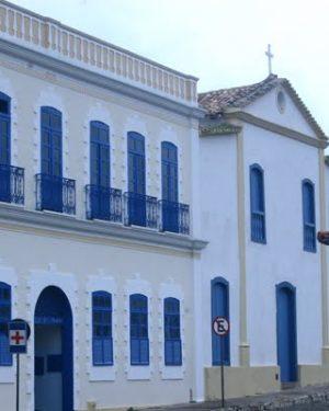 Na Cidade de Goiás, médicos do Hospital São Pedro protestam e limitam atendimentos na unidade