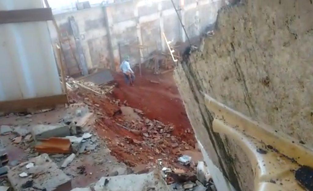 Obra pode ter causado desmoronamento parcial de duas casas no Jardim Goiás