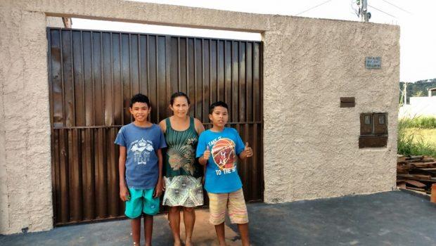 Projeto reforma casa de moradora que vivia em condições precárias, em Goiânia