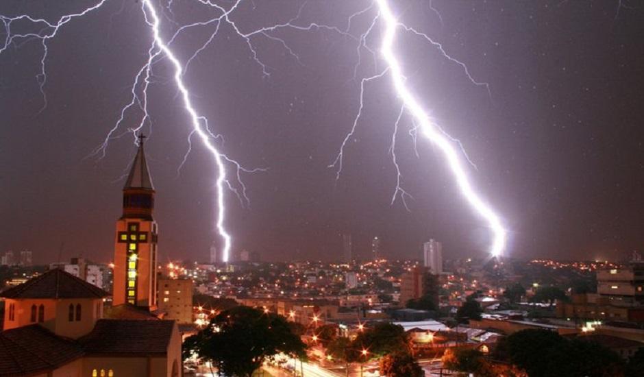 Goiás registra mais de 1,3 mil raios em apenas uma chuva