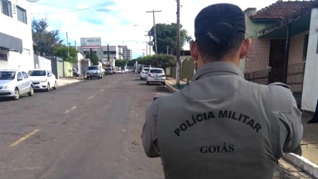Ameaça de bomba interdita rua, em Mineiros