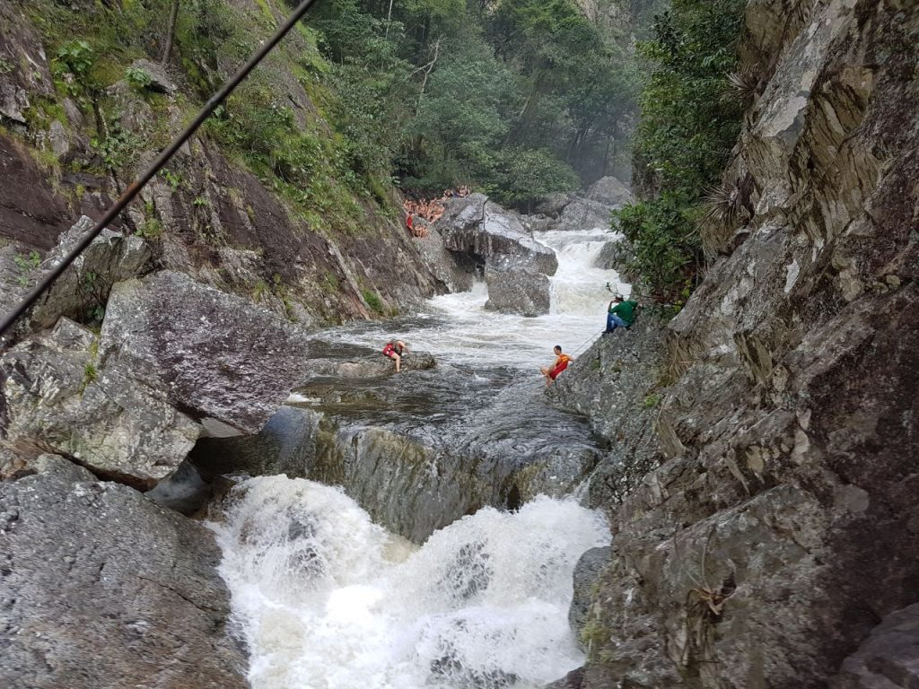Turistas ficam ilhados em cachoeira na Chapada dos Veadeiros