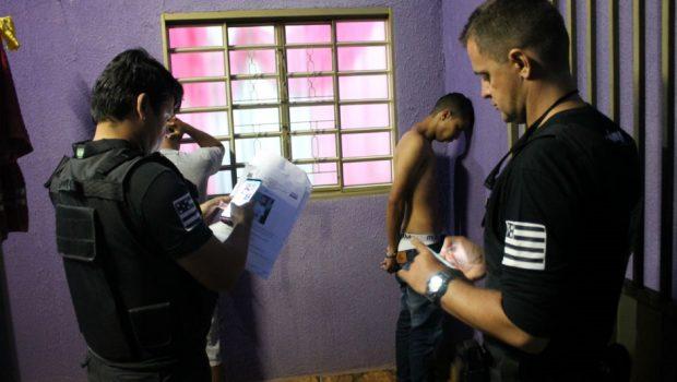Polícia Civil deflagra operação para desarticular quadrilha de roubo de carros, em Goiânia