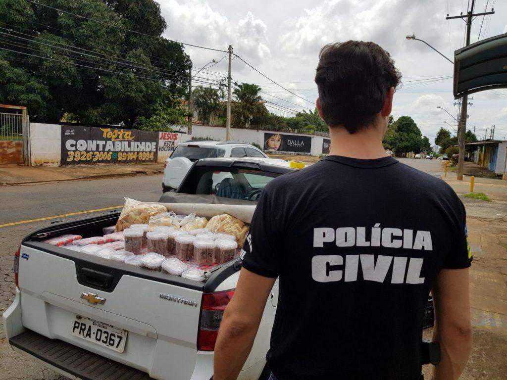 Duas toneladas e meia de produtos impróprios para consumo são aprendidos pela Decon, em Goiânia