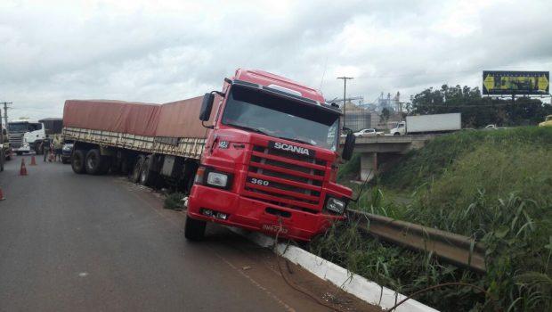 Idoso é preso após dirigir embriagado e se envolver em acidente, em Rio Verde