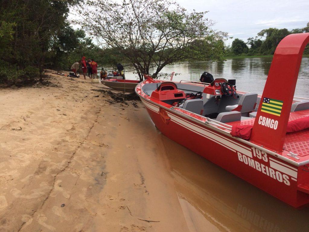 Corpo de Bombeiros resgata três pescadores que estavam desaparecidos no Rio Vermelho