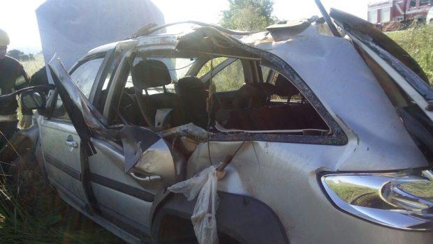 Carro capota e deixa quatro jovens feridos na GO-020, em Senador Canedo