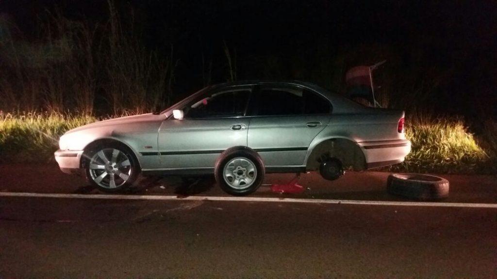 Idoso morre atropelado ao tentar trocar o pneu do carro na BR-364, em Jataí