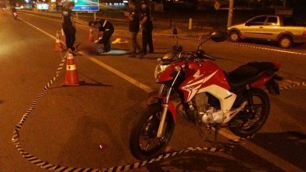 """Após """"zigue-zague"""", motociclista morre em acidente de trânsito na GO-060, em Goiânia"""