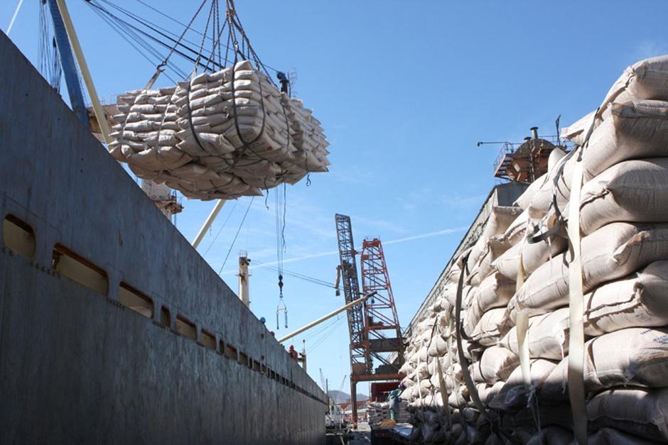 China reage e impõe tarifas a 128 produtos norte-americanos