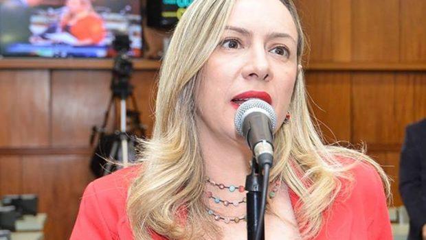 Deputada Adriana Accorsi solicita vacinação contra a gripe em caráter de urgência em Goiás