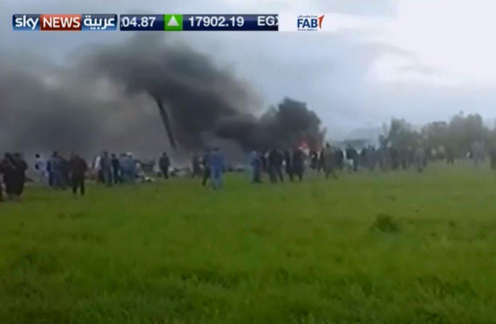 Avião militar cai na Argélia e deixa vários mortos