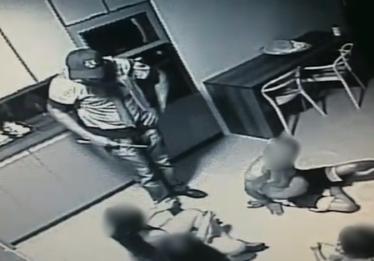 Câmeras registram roubo em residência que vítimas foram feitas reféns no Setor Jaó