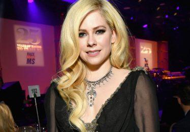 Avril Lavigne confirma que lançará músicas novas ainda este ano