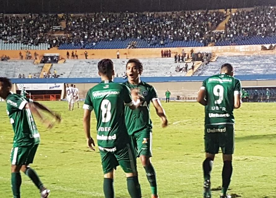 Goiás vence a Aparecidense no Serra Dourada e é tetracampeão Goiano