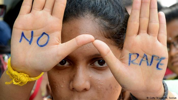Índia aprova decreto que prevê pena de morte para estupro de menores de 12 anos