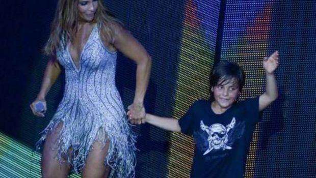 Ivete Sangalo tieta o filho e elogia talento dele para a música