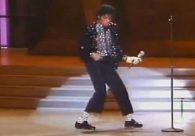 Sapatos usados por Michael Jackson em seu primeiro 'moonwalk' serão leiolados