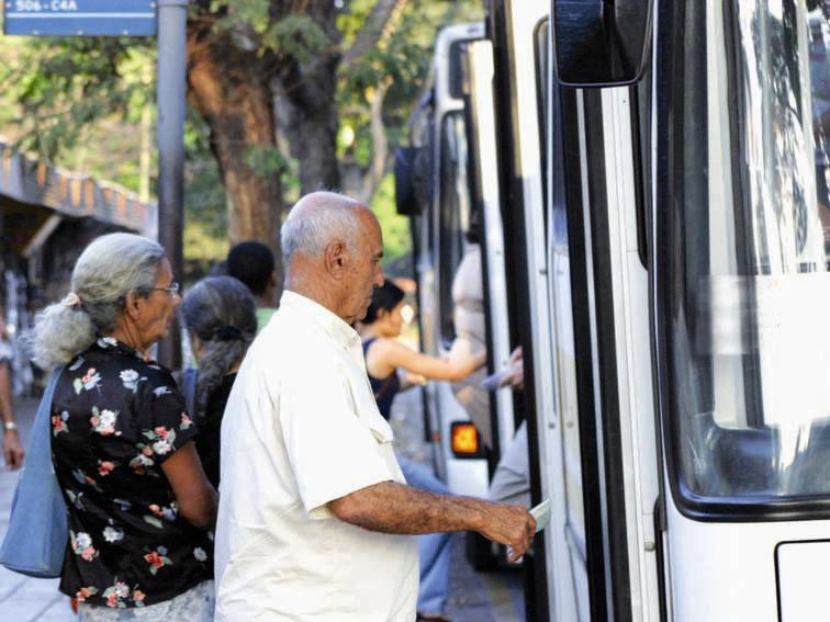 Setransp não pode mais exigir o recadastramento de idosos para o benefício do Passe Livre