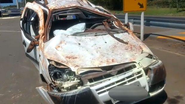 Carro capota e deixa seis feridos na BR-153, entre Professor Jamil e Hidrolândia