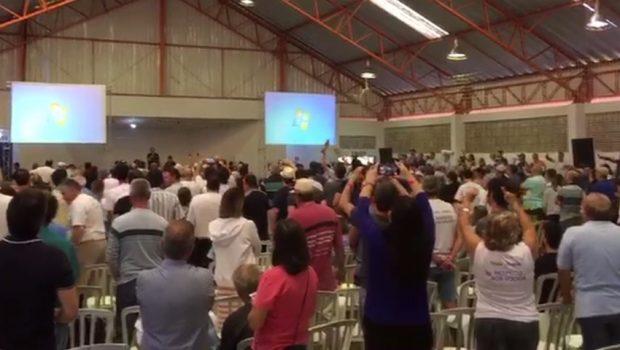 Sócios protestam durante assembleia da Pousada do Rio Quente