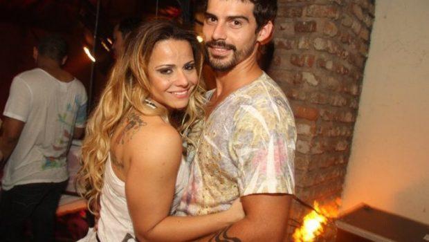 Após apagar nome de Belo, Vivi Araújo cobre tatuagem em homenagem a Radamés