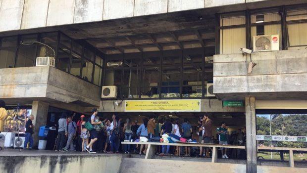 Estudantes desocupam reitoria da UnB depois de 19 dias