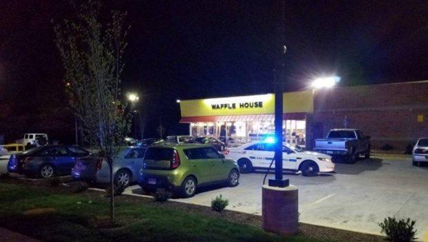 Homem nu abre fogo em restaurante dos EUA e deixa 3 mortos e 4 feridos
