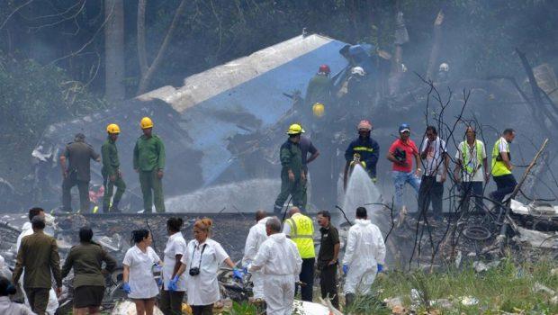 Avião cai em Cuba e mata 110 pessoas